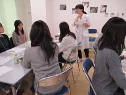 栄養指導をする管理栄養士