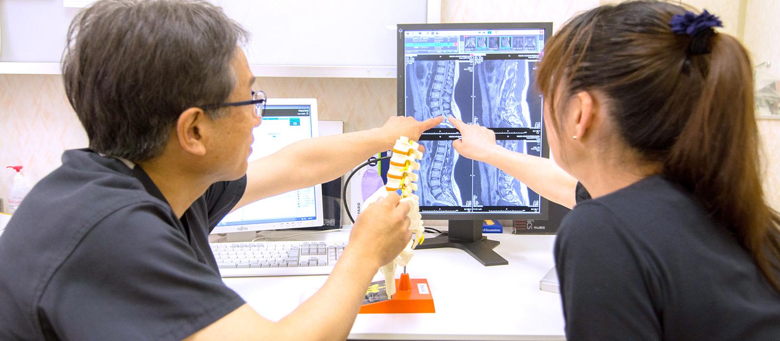 整形外科の診察風景